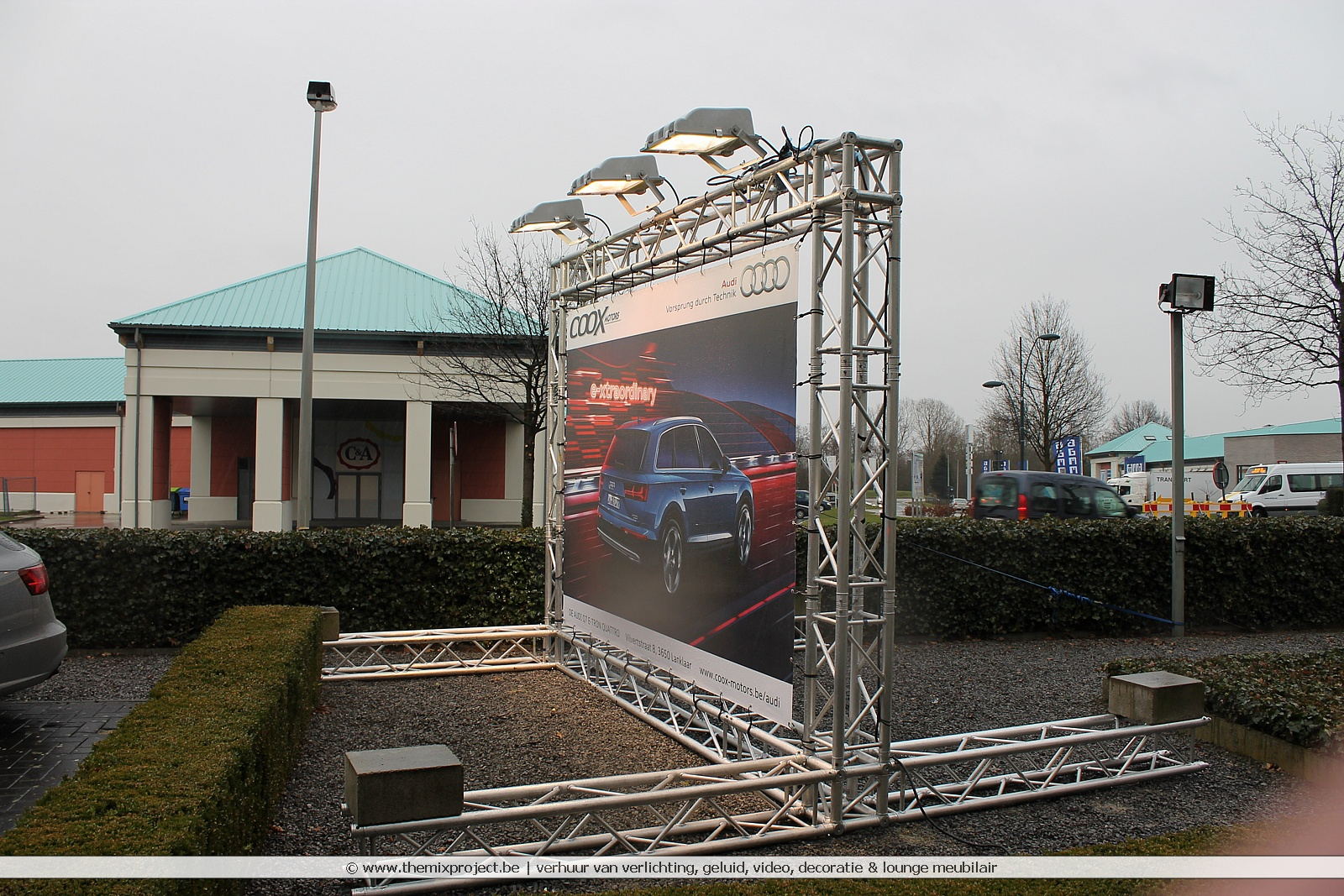 Foto's Standenbouw Coox Motors te Fashion Point Maasmechelen