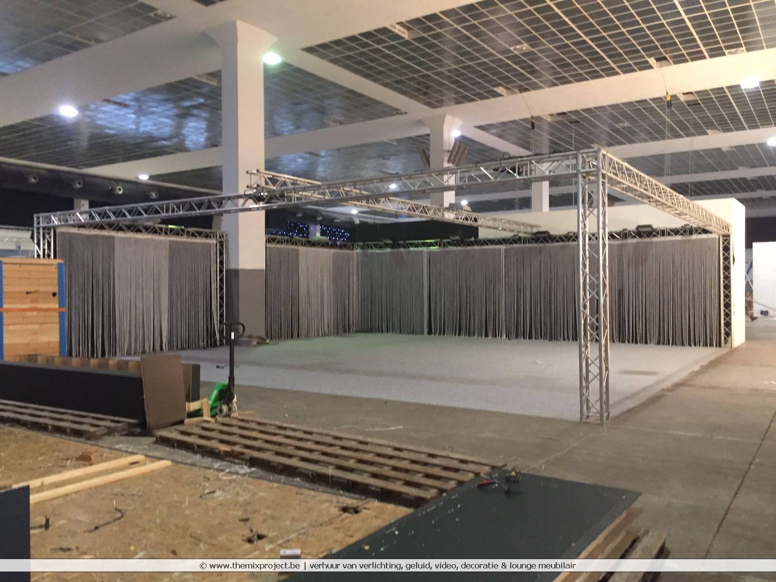 Foto's Standenbouw voor Elsach op de Meubelbeurs te Brussels Expo
