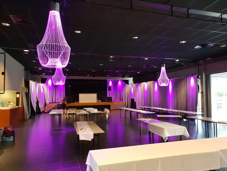 Foto's Huwelijksfeest decoratie -trouwfeest met led lusters verlichting te OC Rooierheide Diepenbeek