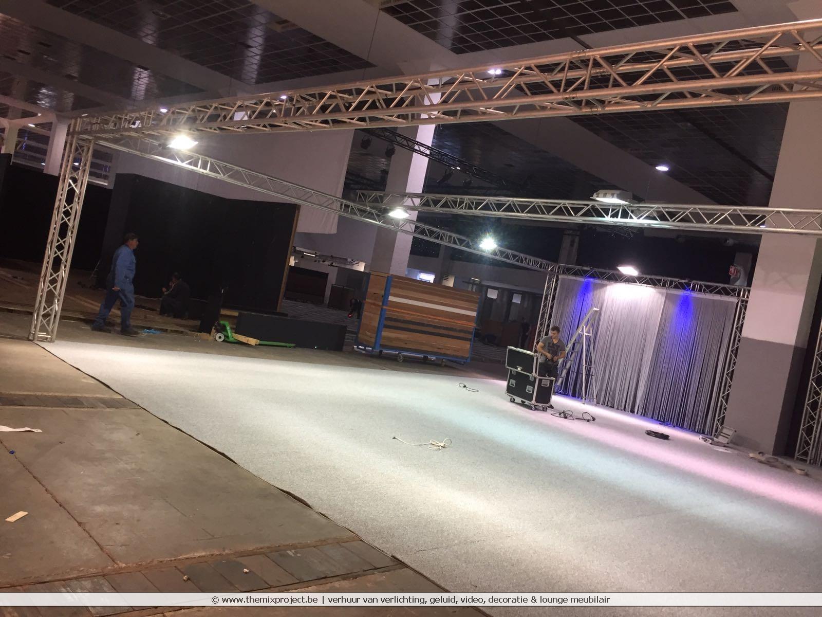 Standenbouw voor Elsach op de Meubelbeurs Brussel Expo